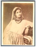 Algérie, Portrait d'une jeune femme  Vintage albumen print.  Tirage album