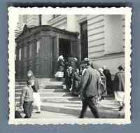 URSS, Scène à la porte d'une Eglise  Vintage silver print. Vintage Russia.