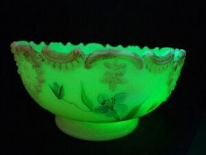 Custard Vaseline Uranium Glass Master Berry Bowl Flowers Scalloped Edge Compote