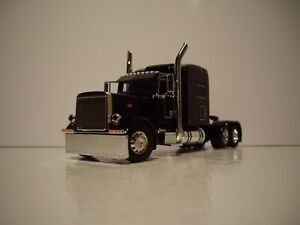 DCP FIRST GEAR 1/64 BLACK PETERBILT 389 WITH 70'' MID-ROOF SLEEPER