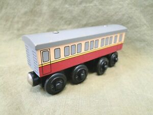 Thomas & Friends Wooden Railway: Express Coach