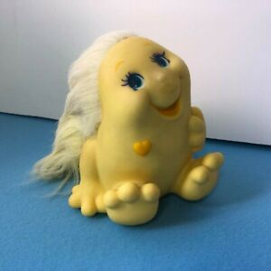Retro Vintage 1984 yellow  Playskool Inc Snugglebumms Squeaky Toy Rare (i4)