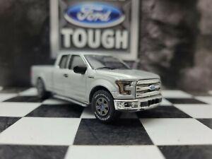 1:64 Custom 2015 XLT Ford F150 4WD truck Pickup Farm DCP ertl 4x4 hitch & tow