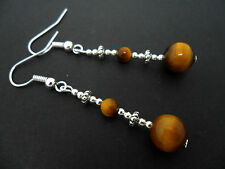 A PAIR OF PRETTY SILVER PLATED TIGERS EYE DANGLY EARRINGS. NEW.