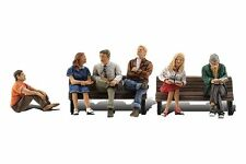 Painted O scale People Sitting (O figures) Woodland Scenics A2759 - free post P3