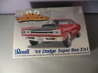 1969 DODGE SUPER BEE CORONET 440-6 SCAT PACK REVELL MUSCLE MODEL KIT 2 N 1 IN