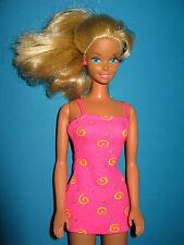 B42-rubia barbie mattel 90er años en el breve verano rosada vestido muy buena conservación.