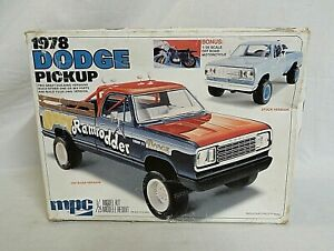 LOOK!  MPC 1978 DODGE 4X4 PICKUP TRUCK 1/25 ANNUAL MODEL KIT IS 43 YEARS OLD!!