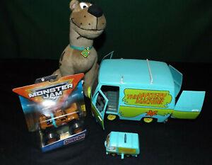 Mystery Machine lot of 4 1:18 Johnny Lightning Praying Mantis Scooby Doo! toys
