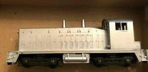 HO SW1500  Silver LOCOMOTIVE -COW - Powered - Athearn #4001 - Undecorated -