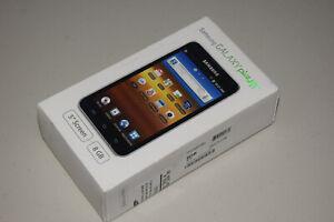 Samsung Galaxy Player YP-G70CWY 5.0 White (8 GB) Digital Media Player Very Good.
