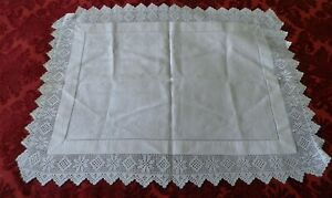 """BEAUTIFUL VINTAGE  DAMASK & CROCHET LACE TABLE CENTRE /RUNNER - 24"""" by 18"""""""