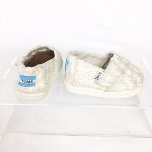 TOMS Tiny Girls Alpargatas Natural Daisy Metallic Toms Classic Slip On Shoes T4