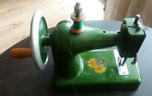 VTG Germany heavy metal toy child miniature SEWING MACHINE 1940