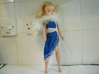 VINTAGE 1970's SINDY DOLL BLONDE HAIR DOLL STUNNING BLUE EVENING DRESS 033055X
