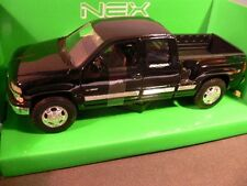 1/24 Welly Chevrolet Silverado 1999 schwarz 22076
