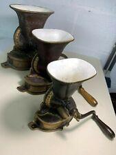 lot de 3 moulins à café en fonte - gravés  - LOT 36