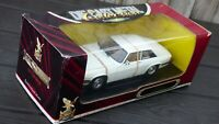 Vintage 1/18 RARE WHITE Jaguar XJS V12 Road Signature Toy Model Collectible Car