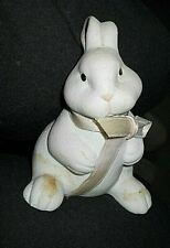 Extremely cute ceramic bunny, no markings