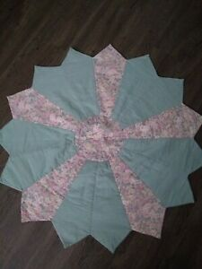 """Vintage Dresden Plate Quilt TABLE TOPPER PASTEL PINK & GREEN 33"""" ACROSS COTTON"""