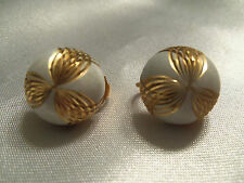 BEAUTIFUL Vintage CLASSIC WHITE w/ GOLD Trim Stud Style CLIP Earrings 13EE133