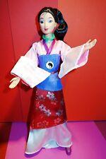 Tamaño de la muñeca Barbie Disney Magic Matchmaker Mulan transformar el cabello, Cara, Ropa