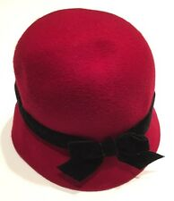 NWT Gymboree Classic Holiday 0-12 Months Red Velveteen Bow Cloche Hat 0-6-12