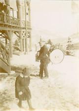 Suisse, Homme et son tambour, ca.1900, Vintage citrate print Vintage citrate pri
