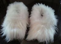 Alpaca Slippers. Unisex White. Handmade on baby alpaca fur. Size: 6.5-10