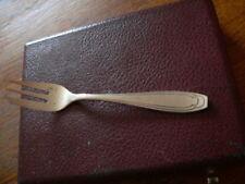 12 fourchettes à gateau en métal argenté