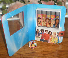 ~~ONE (1) DISNEY HIGH SCHOOL MUSICAL 5-LIP GLOSS 1-PIN 1-NOTE PAD GIFT PACK~~
