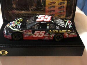 NASCAR 1/24 55 BOBBY HAMILTON Schneider Looney Tunes 2002 Monte Carlo ELITE