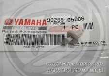 RIVETTO CLIP CARENA POSTERIORE COPRI BATTERIA YAMAHA MAJESTY 400 DAL 2004 A 2012