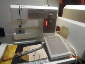 BERNINA Holidaynu 1240 Sewing Machine Riccar made in Switzerland tested