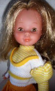 ancienne poupée Nancy de Famosa muneca avec deux tenues