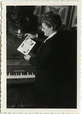 PHOTO ANCIENNE - VINTAGE SNAPSHOT - PIANO PLEYEL CARTE LECTURE STATUE BUSTE