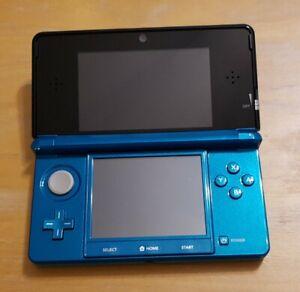 Nintendo 3DS bleue Lagon Très bon état avec chargeurs filaires et induction