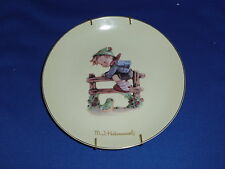 Hummel Collector Plate Retreat To Safety 8 inch with wall bracket