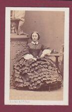 CDV DISDERI 150315 photo - femme assise robe Napoléon III à volants