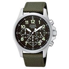 Armbanduhren aus Textilgewebe und Edelstahl