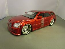 JADA 1/24 DUB CITY CANDY RED 2005 DODGE MAGNUM R/T HEMI  NO BOX