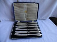 SET OF SIX SOLID SILVER HANDLED BUTTER / TEA KNIVES - HALLMARKED SHEFFIELD 1922