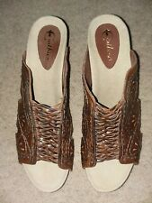 EARTHIES SZ 12 RIVIERA BROWN ALMOND LEATHER OPEN TOE SLIDES LEATHER LATTICE WORK