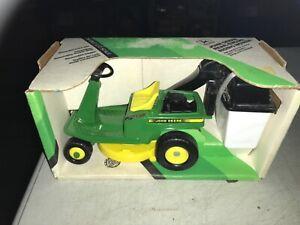 John Deere 1/12 Rear Engine Riding Lawn Mower Bagger 1990 NOS