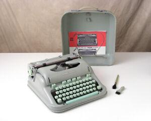 HERMES 3000 Seafoam Green Portable TYPEWRITER For Parts/Repair ~ Vintage 1964