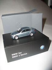Original Herpa BMW BMW 3er E90 arctisgrünmetalic 1:87 Modellauto +BMW Sockel NEU