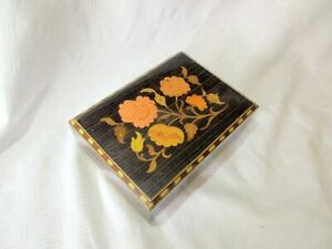 A VINTAGE WOODEN INLAID MUSICAL BOX TORNA A SORRENTO
