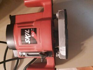 Skil Router  1810 , 9.0 AMP 1 3/4 HP  works great