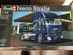 Revell truck 1 24 iveco stralis