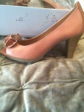 Hispanitas Coral Leather Court shoe Size 4/37 *Brand New* In Box